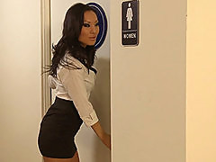 OFFICE HOTTIE ASA AKIRA WRAPS HER TIGHT PUSSY AROUND A BIG COCK